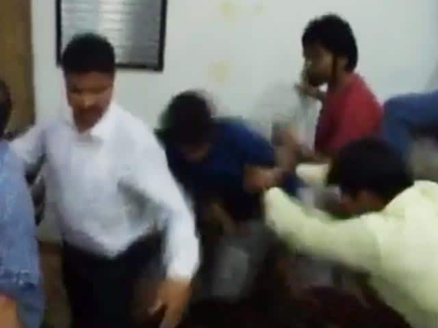 Video : FTII Students say This Video Shows They Were Manhandled by the Police