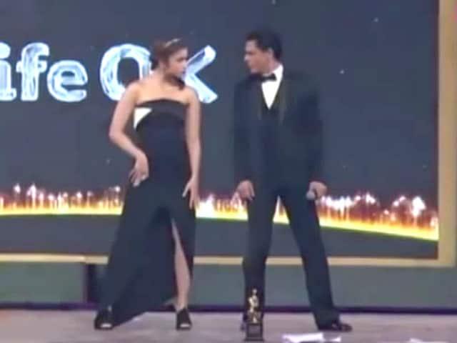 Videos : करण जौहर की प्रोडक्शन में आने वाली फ़िल्म में शाहरुख के साथ आलिया