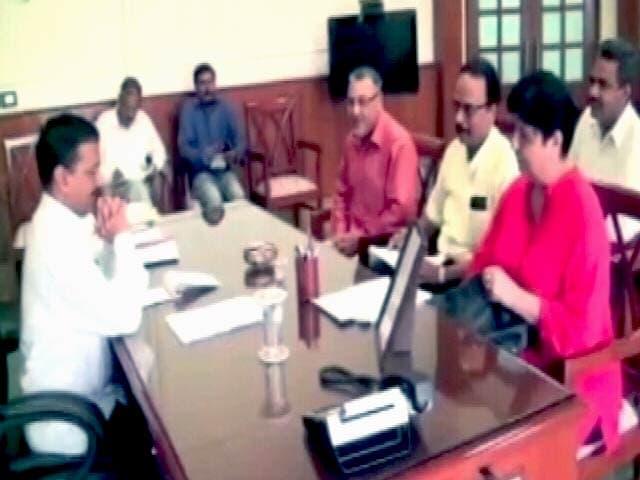 Video : अरविंद केजरीवाल से मिले उपहार पीड़ित, '60 करोड़ जुर्माना ठुकराने की अपील'