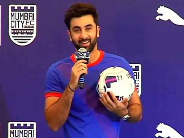 Video : Ranbir to Impress Katrina with His Football Skills