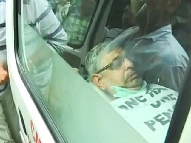 Video : Former Army Officer on OROP Fast Hospitalised
