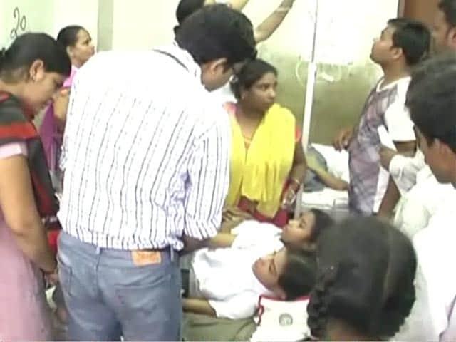 Videos : दिल्ली के जहांगीरपुरी के स्कूल में मिड डे मील खाने से 50 बच्चे बीमार