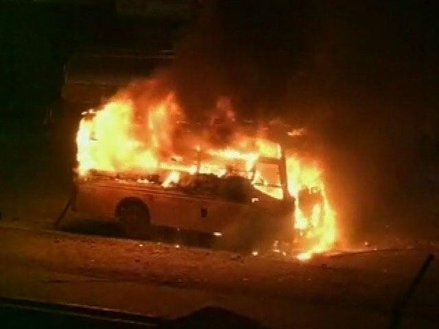 Videos : वीडियो में देखें, पटेल आंदोलन का हिंसक रूप, आग के हवाले की गईं कई बसें