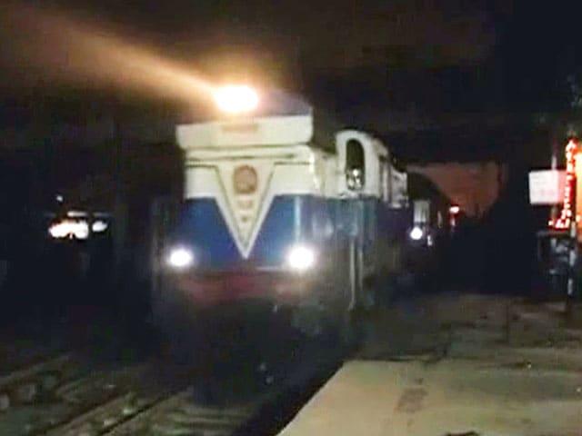 Videos : पटना में बच्चे को बचाने रेल ट्रैक पर कूद पड़े लोग, पांच की मौत