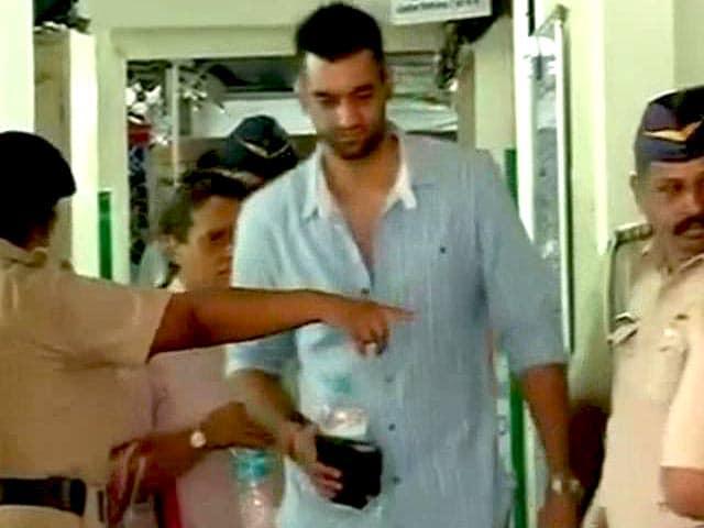 Videos : शीना बोरा मर्डर केस : पीटर मुखर्जी के साथ बेटे राहुल से पुलिस ने की पूछताछ