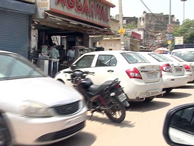 Videos : नेशनल रिपोर्टर :  फुटपाथ पर चलती हैं गाड़ियां, सड़कों पर चलते हैं लोग