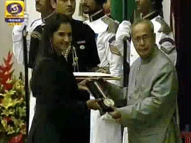Video : Sania Mirza Receives Khel Ratna Award From President of India