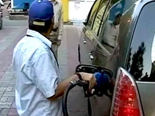 Video : इंडिया 7 बजे : पेट्रोल 2 रुपये और डीजल 50 पैसे हुआ सस्ता