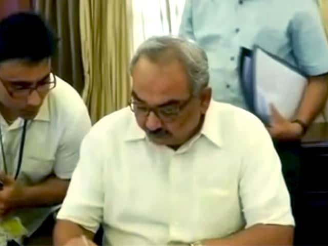 Videos : खबरों की खबर : एक नियुक्ति कई सवाल, राजीव महर्षि अब नए गृह सचिव