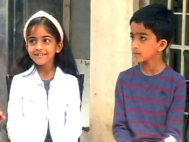Video : Indian Twins Excel in the Great Australian Spelling Bee