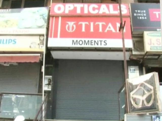 Video : हैरत : घड़ी और चश्मे की छोटी सी दुकान का बिजली बिल आया '4 करोड़ रुपये'