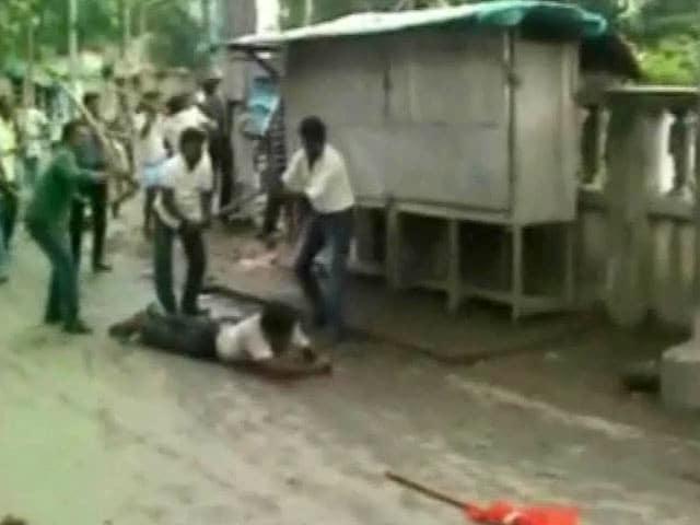 Videos : हड़ताल के दौरान प.बंगाल में हिंसा, मुर्शिदाबाद में सीपीएम-तृणमूल समर्थक भिड़े