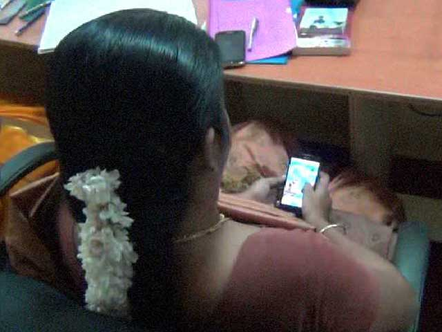 Video : Tamil Nadu Officer Caught Playing Candy Crush on Phone at Farmers' Meet