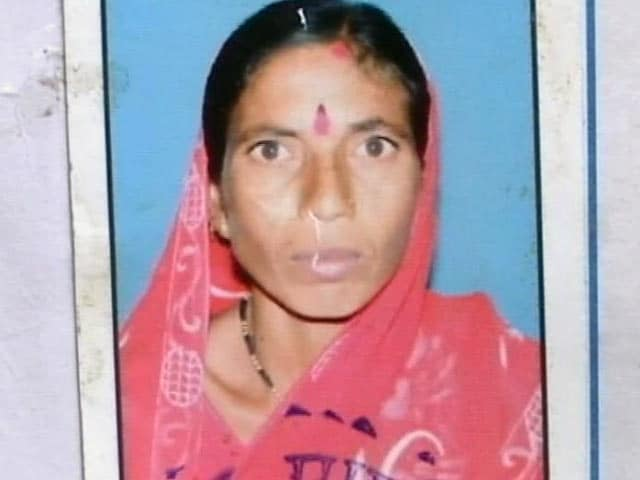 Video : Unable to Feed 5 Children, Farmer Sets Herself on Fire in Maharashtra