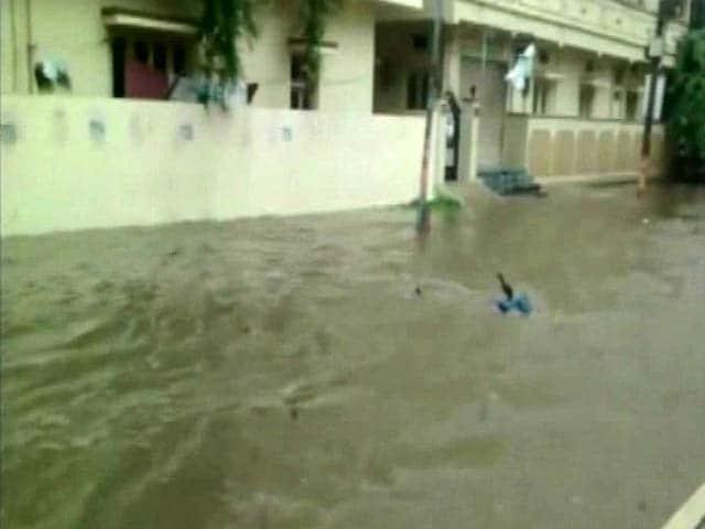 Video : आंध्र प्रदेश में बिजली गिरने से 20 लोगों की मौत, बारिश से हालात खराब