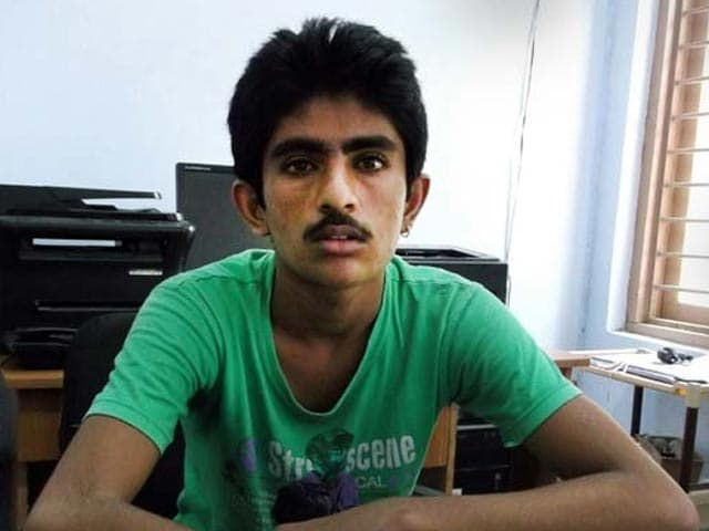 Video : Stuck in India, Pakistani Teen Watched His Father Leave, Waits to go Home