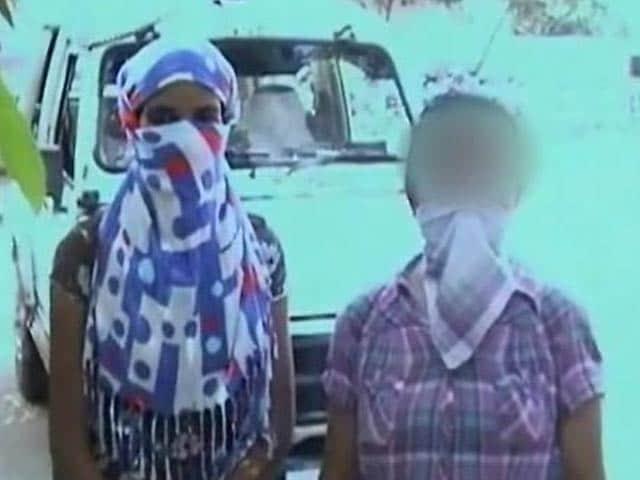 Video : गुड़गांव : डिप्लोमैट के घर से मुक्त कराई गईं दो महिलाएं, लगाया रेप का आरोप
