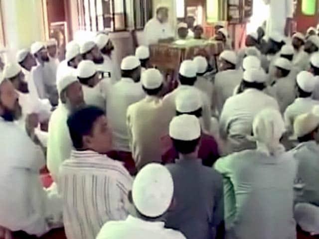 Videos : आतंकी संगठन के खिलाफ फतवा- 'मुस्लिम युवा बहकावे में न आएं'