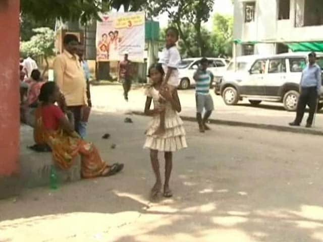 Video : This 11-Year-Old Girl Carried Her Brother 8 Km to a Jharkhand Hospital