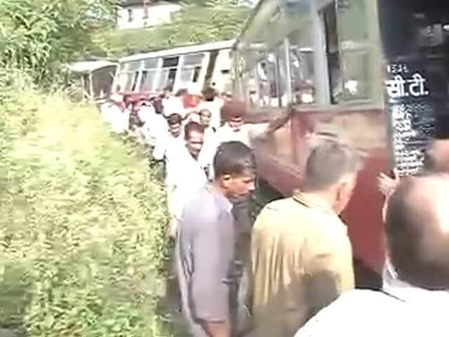 Video : हिमाचल में पटरी से उतरी टॉय ट्रेन, दो विदेशियों की मौत