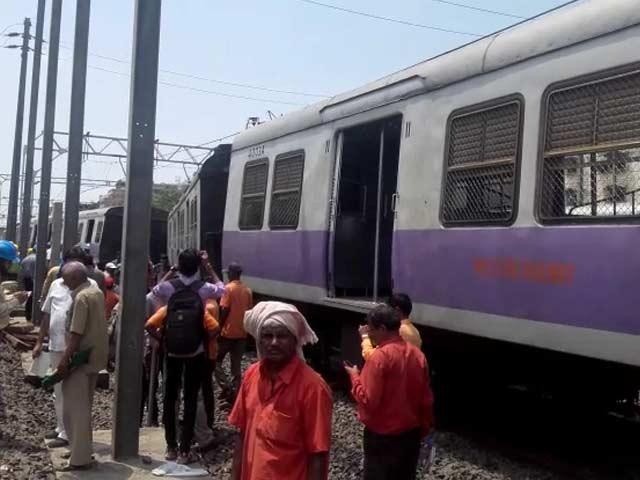 Video : मुंबई : फिर पटरी से उतरी लोकल ट्रेन, रेलवे यातायात प्रभावित