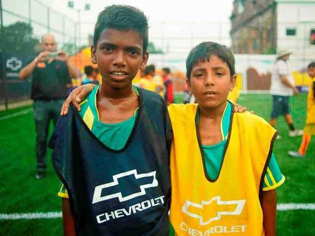 Videos : कोलकाता के दो लड़कों को शेवरले ने बनाया मैनचेस्टर युनाइटेड का मैस्कॉट