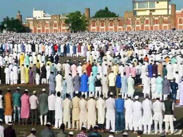 Videos : ईद-उल-जुहा : लखनऊ में पहली बार शिया और सुन्नी ने साथ मिलकर नमाज अदा की