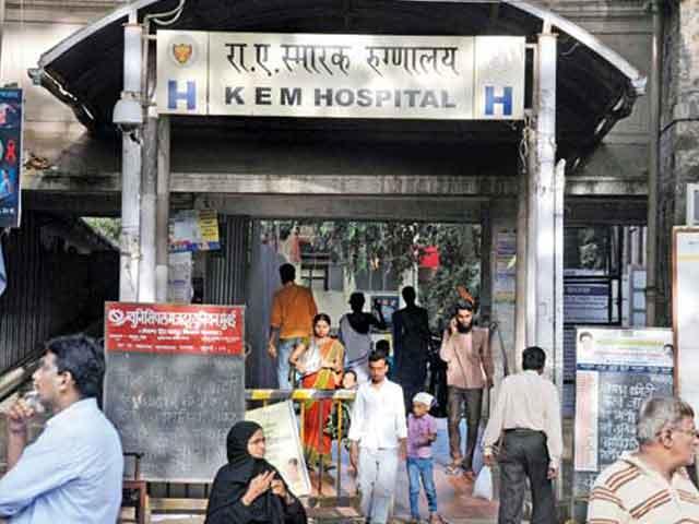Videos : मुंबई के केईएम अस्पताल के रेज़िडेंट डॉक्टर्स हड़ताल पर