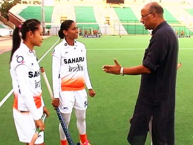 Videos : 'विदेशी खिलाडियों की स्पीड अच्छी है, हम सिंपल हॉकी खेलते हैं'