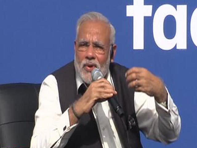 Video : PM Modi Breaks Down at Facebook Townhall While Talking About his Mother