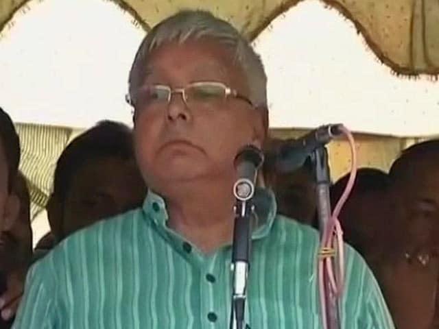 Videos : लालू ने बिहार चुनाव को अगड़ों और पिछड़ों की लड़ाई बताया