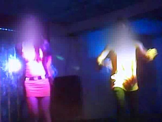 Videos : नेपाल : काम दिलाने के नाम पर लड़कियों को धकेला जा रहा डांस बार में