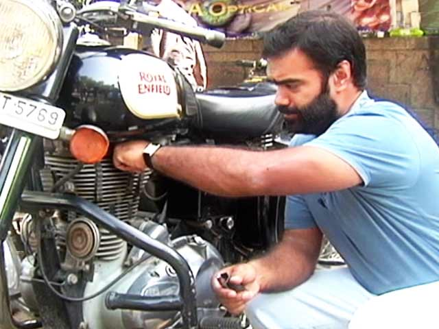 Video : Do It Yourself: Changing Bike Spark Plug