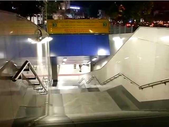 Videos : दिल्ली : राजीव चौक मेट्रो स्टेशन पर युवक ने खुद को मारी गोली