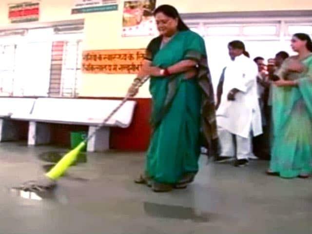 Video : On Swachh Bharat Anniversary, Vasundhara Raje Mops a Hospital