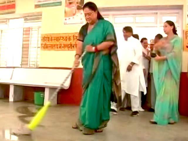 Video : राजस्थान की CM वसुंधरा राजे ने सवाई माधोपुर अस्पताल में की सफ़ाई