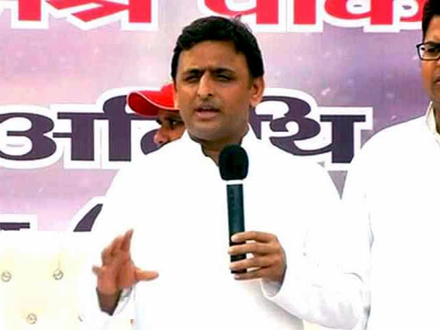 Video : Dadri Mob Killing: Akhilesh Targets PM, Challenges Him To Ban Beef Exports