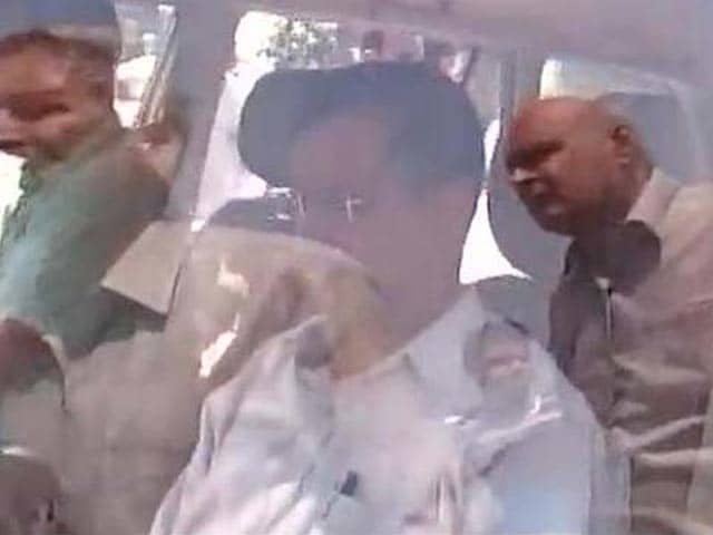 Video : 'Why Me?' Asks Kejriwal After He Was Stopped From Entering Dadri Village