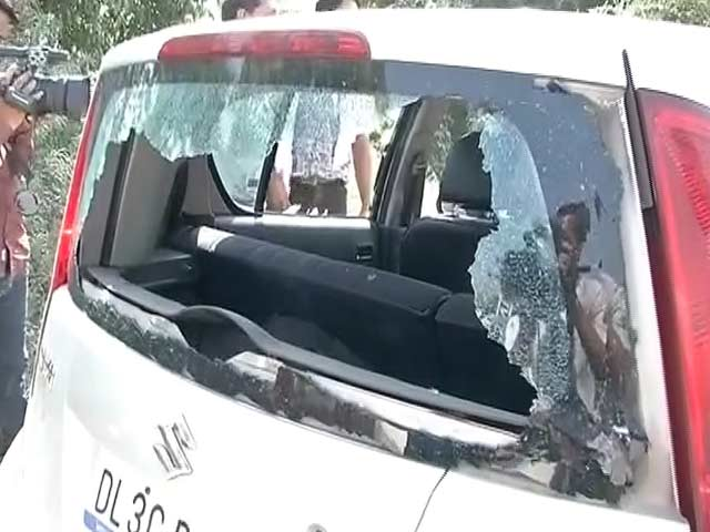 Video : NDTV Crew Attacked in Dadri, Car Window Smashed