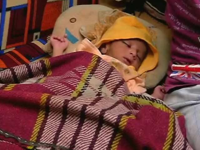 Videos : एक मंदिर में मुस्लिम औरत ने अपने बच्चे को दिया जन्म