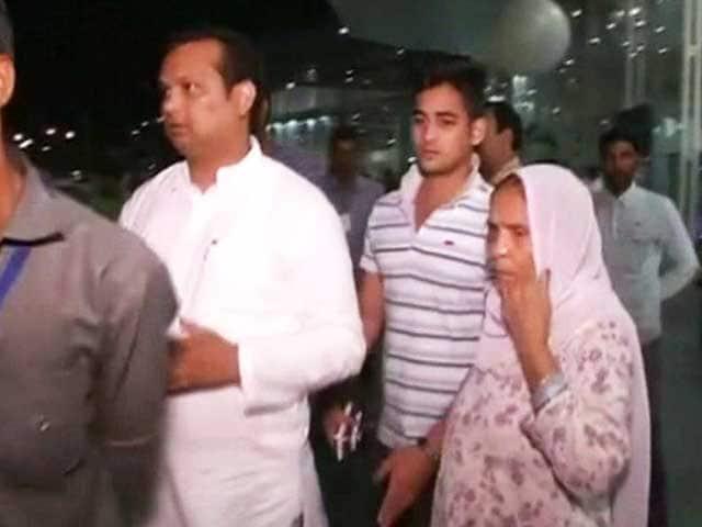 Videos : दादरी मामला : अखलाक के परिवार ने गांव छोड़ा, सुब्रतो पार्क शिफ्ट