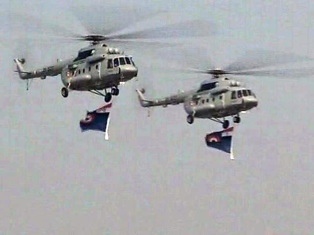Video : Sky-divers, Aerobatics at Grand Air Force Day Celebrations Near Delhi