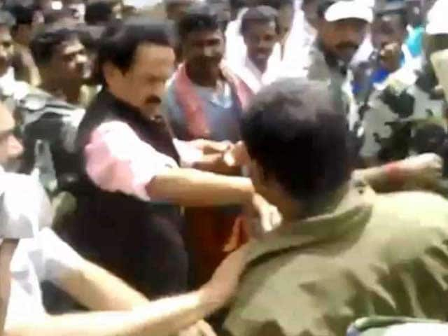 Video : Did MK Stalin Slap a Man Who Wanted to Click a Selfie?