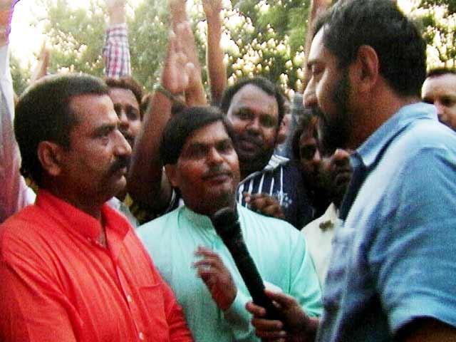 Video : Dadri-giri in Delhi, Cattle Vigilantes Make Threats as Police Watch