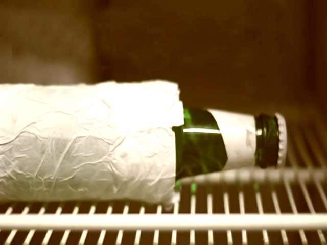 Video : Kitchen Hack: How to Chill Drinks Faster