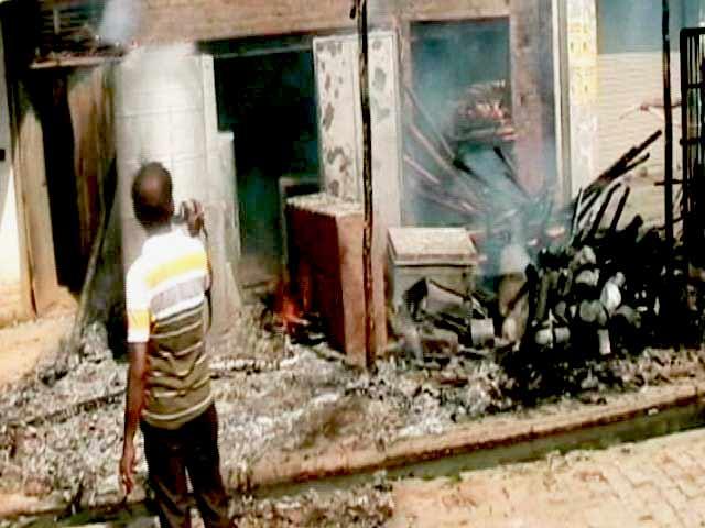Videos : मैनपुरी में हालात अब शांतिपूर्ण, गोहत्या की अफवाह पर भड़की थी हिंसा