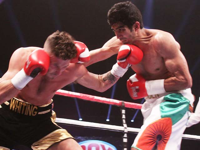 Video : Vijender Singh Begins Pro-Boxing Career On High, Destroys Sony Whiting