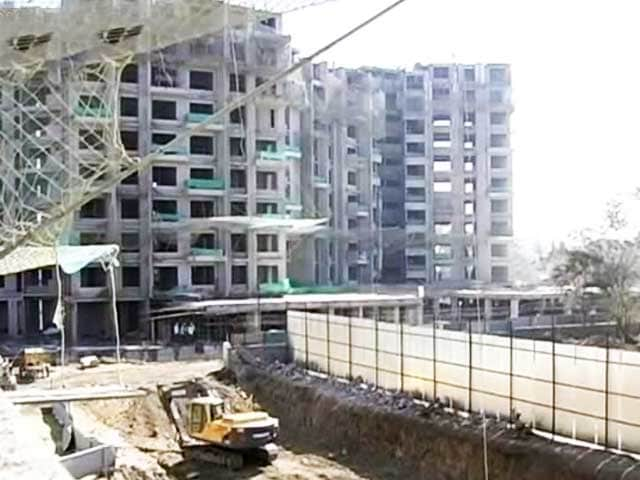 Video : Builder Suicide: Community Takes to Streets