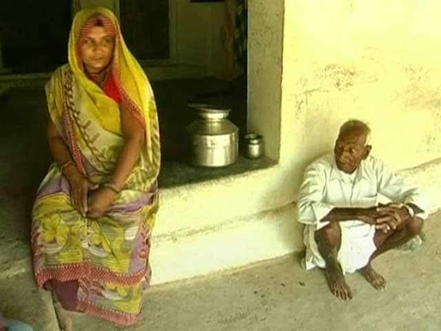 Video : मध्यप्रदेश के इस गांव में ससुर ने अपनी बहु के लिए बनवाया शौचालय