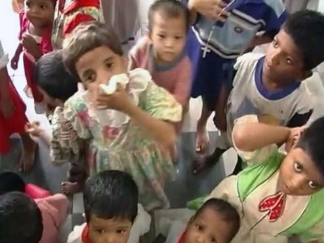 Video : 'मदर' से महरुम बच्चे : अकेली मांओं को बच्चा गोद देने पर रोक